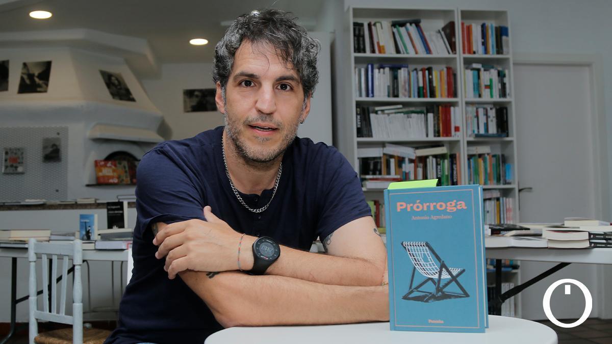 El escritor Antonio Agredano