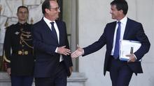 El presidente francés François Hollande (i) y el primer ministro Manuel Valls (d)