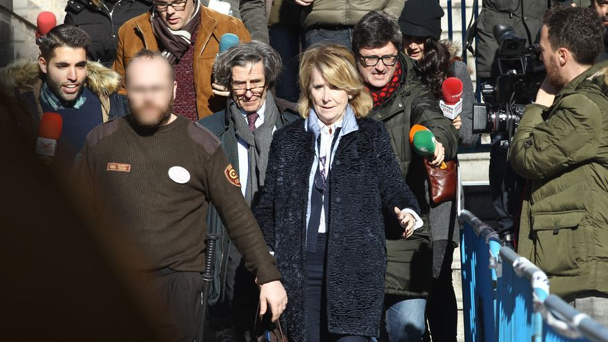 La expresidenta de la Comunidad de Madrid, Esperanza Aguirre, sale de la Audiencia Provincial de Madrid tras declarar ante el juez