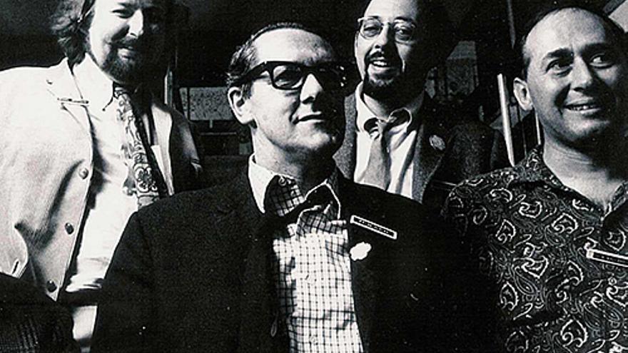 De izquierda a derecha: Moorcock, Brian Aldiss, Mike Kustow  y GJ Ballard el Brighton Arts Festival, 1968 | Foto: Michael Moorcock