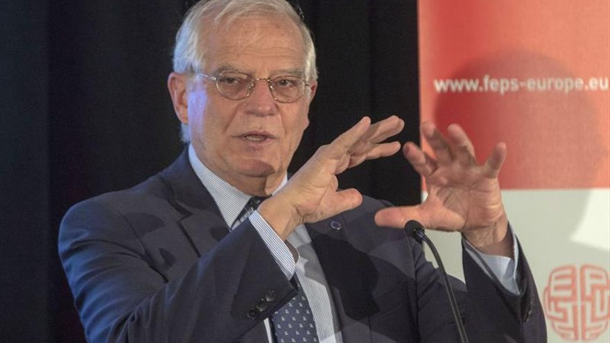 Borrell dice que inmigración es más difícil de resolver que crisis del euro