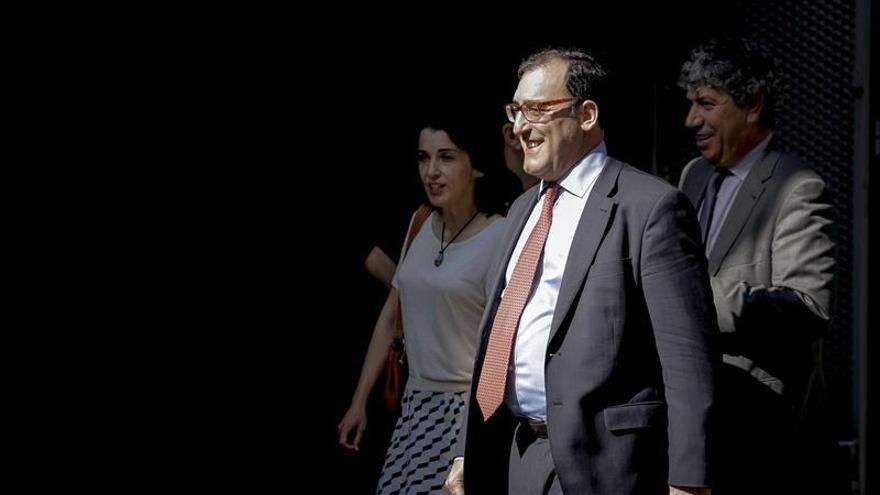 """El juez Velasco dice que a Granados le rendían """"pleitesía"""" políticos y funcionarios"""