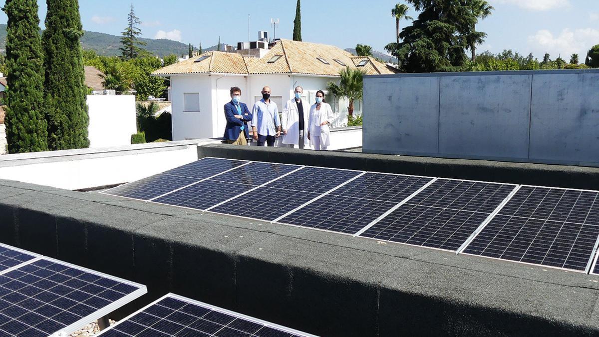 Placas solares en un edificio.