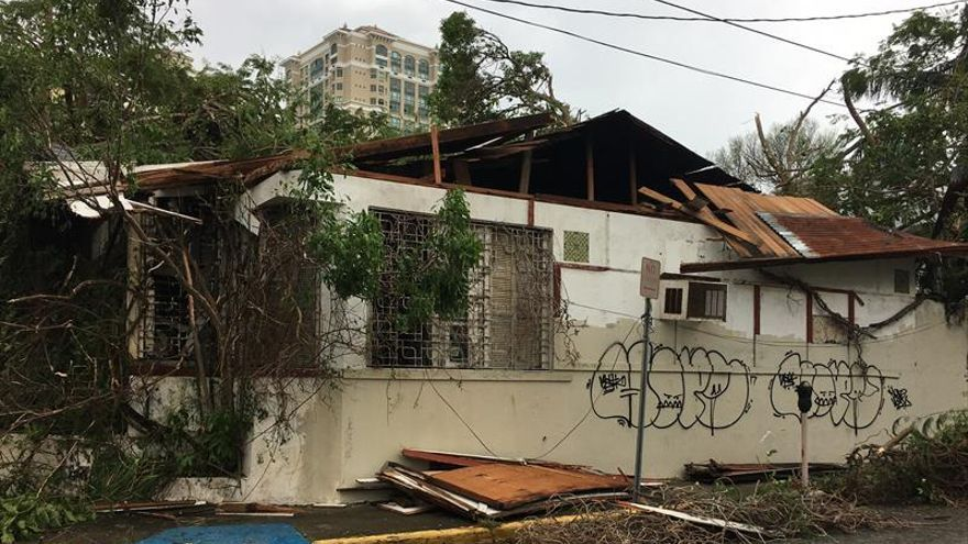 """Trump dice que visitará Puerto Rico, """"arrasado"""" por el huracán María"""