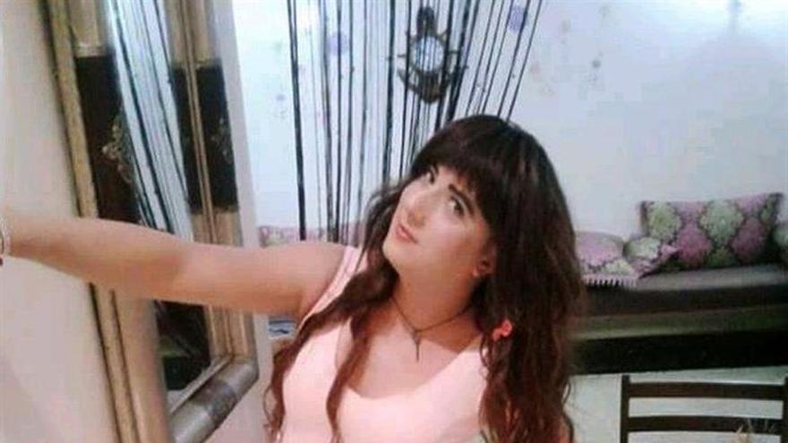 """Travesti marroquí busca refugio en Europa al """"desenmascararlo"""" la policía"""