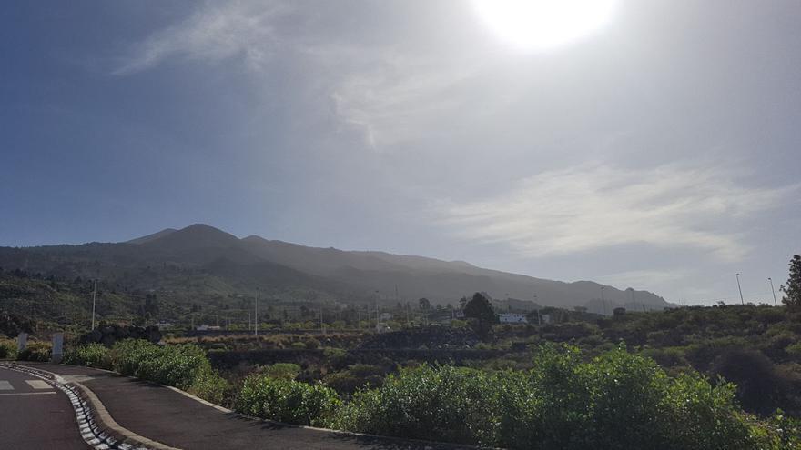 Imagen de la comarca oeste, con algo de calima, este martes. Foto: DAVID DÍAZ GONZÁLEZ.