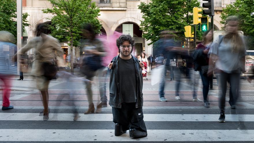El periodista Raúl Gay, que acaba de publicar su primer libro. /Jaime Oriz