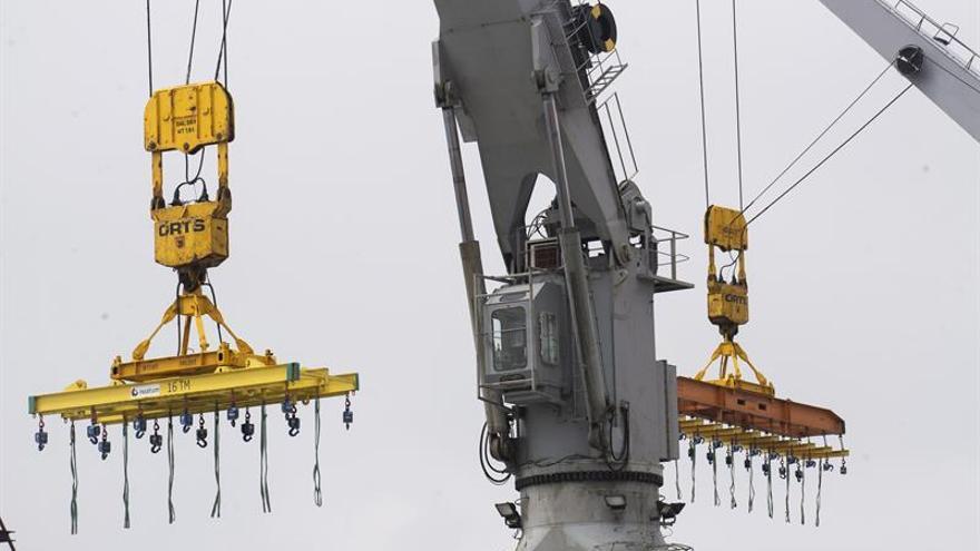 La huelga de la estiba vuelve a paralizar el Puerto de Santander, según los sindicatos