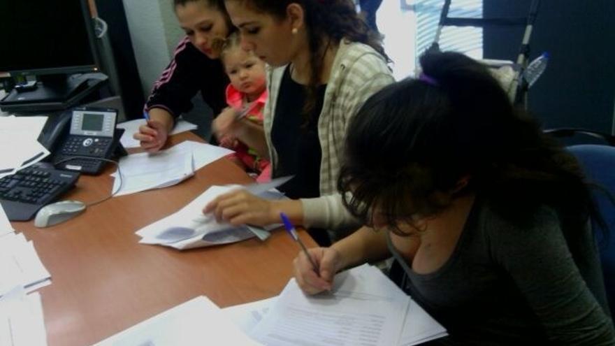 Las familias de la Corrala Esperanza y la propiedad pactan alquileres sociales de 50 euros durante dos años