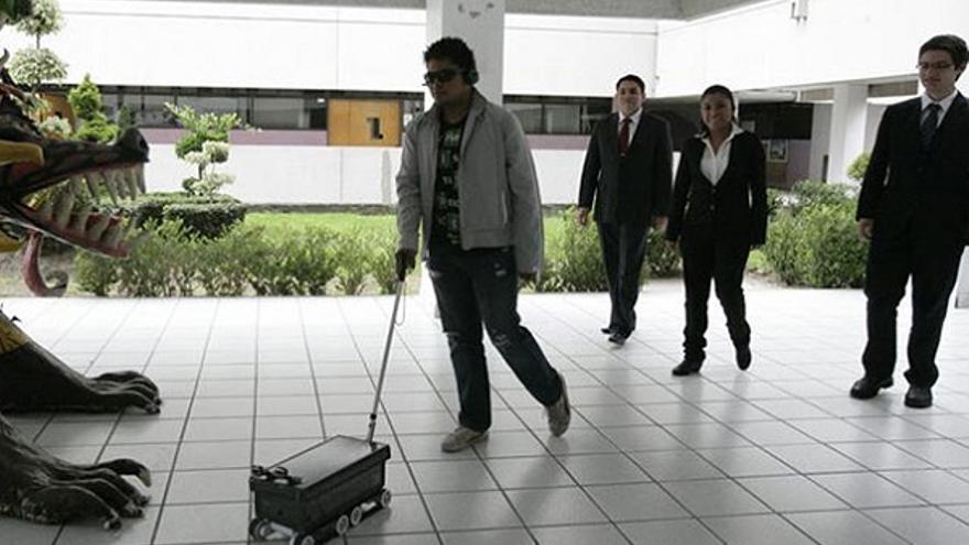 Robot con funciones de perro guía desarrollado en el Instituto Politécnico Nacional (IPN) de México.