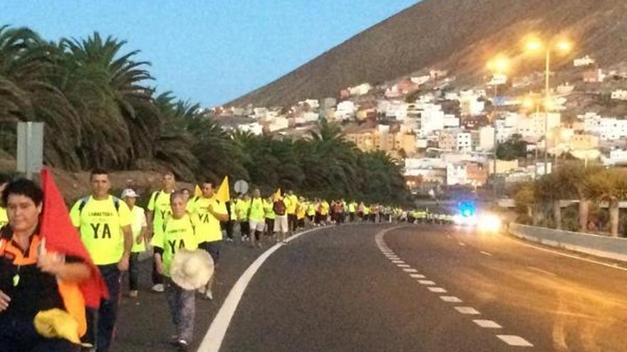 Marcha-manifestación para pedir la finalización de las obras de la carretera de La Aldea. Foto: Foro Roque Aldeano.