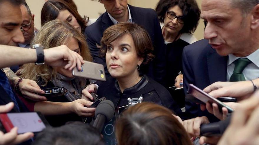 """El Gobierno desdeña las """"ocurrencias"""" de Puigdemont y su """"improvisación"""" continua"""