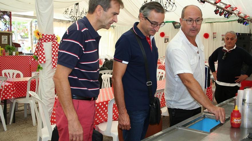 De derecha a izquierda: Fernando Fernández, inspector, Raúl Sánchez Guerra, jefe de distrito veterinario y Augusto García, Jefe de Servicio de Salud Pública.