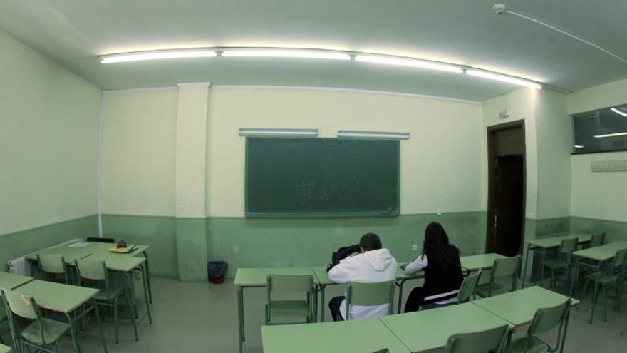 Imagen de dos alumnos en un aula de un instituto de Madrid.