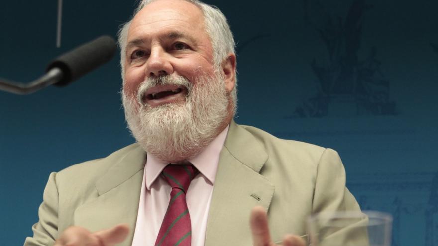 """Arias Cañete insiste en una nueva PAC """"bien dotada"""" y """"fácil de aplicar"""" para los agricultores"""