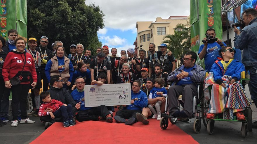 Participantes en el 'V Desafío GR 130' con miembros de la Asociación de Niños Especiales de La Palma (NEP). Foto: NEP.