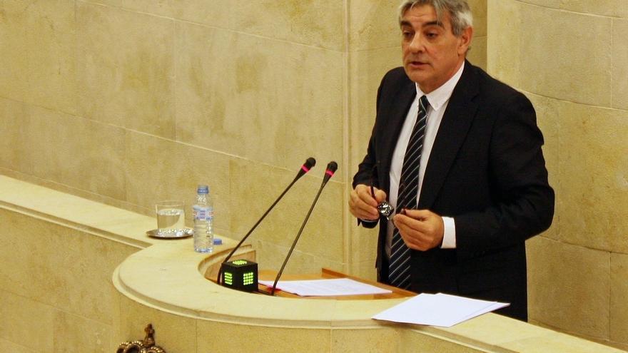 Van den Eynde reitera que al portavoz solo le puede cambiar el grupo parlamentario