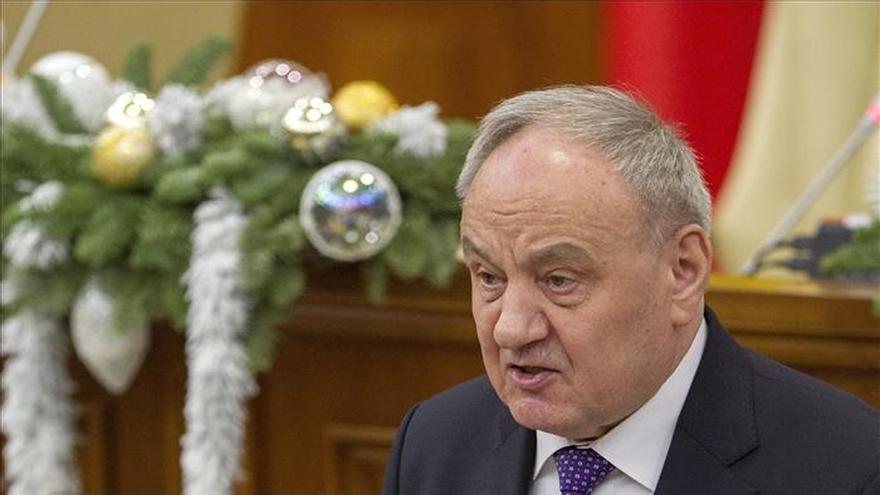Miles de moldavos exigen la dimisión del presidente y el Gobierno