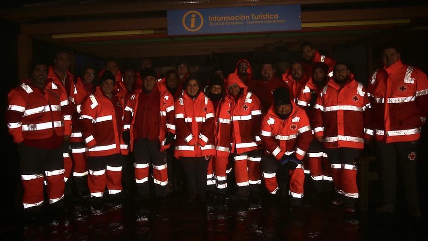 Equipo de Cruz Roja en la cumbre grancanaria.