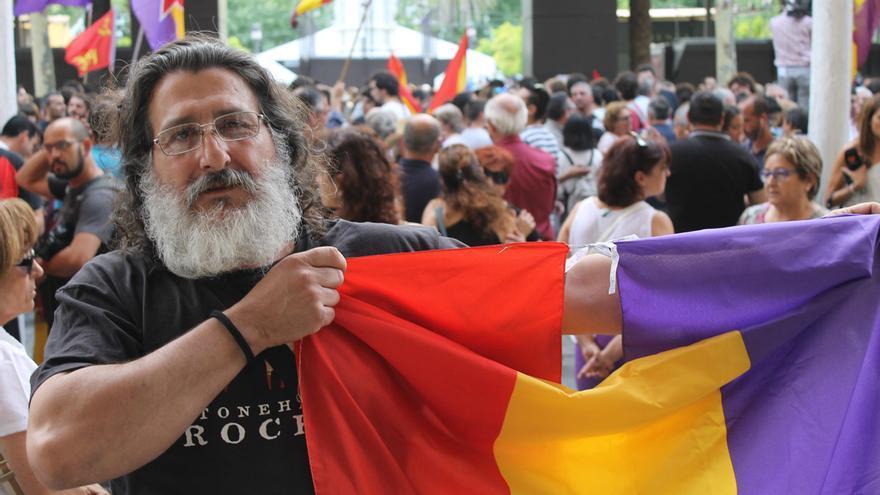 Julio Sivianes (50 años).