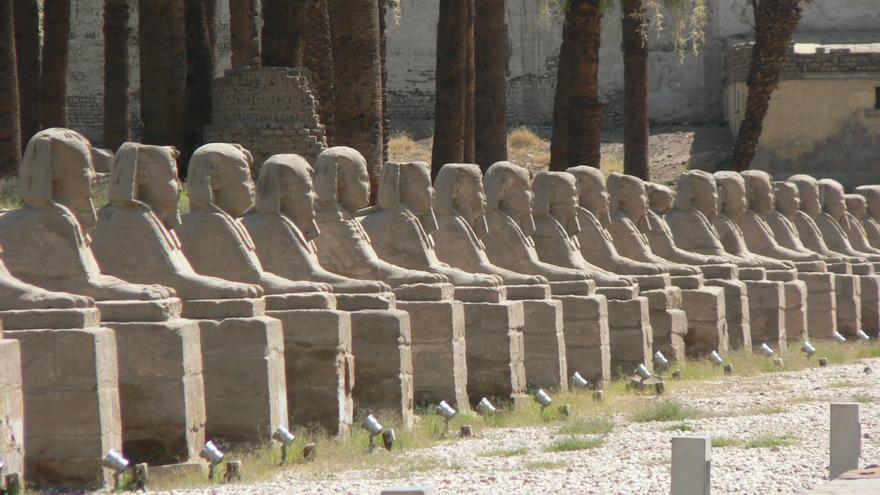 Una gran avenida de esfinges de casi tres kilómetros conecta el Templo de Luxor con Karnak. eviljohnius