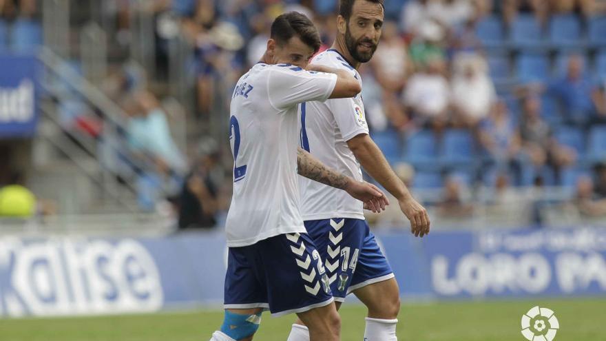 Jugadores del CD Tenerife durante el partido frente al Lugo.