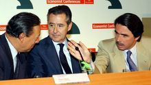 José María Aznar y Miguel Blesa, con el ministro de Finanzas de Brasil, Pedro Malán, en la clausura de un encuentro financiero Internacional en Madrid, en julio de 2002.