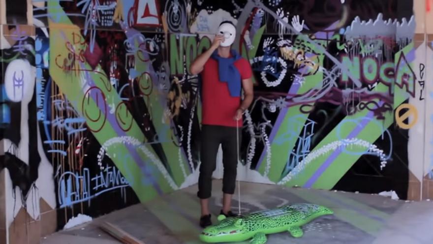 La referencia a C. Tangana en el videoclip de Los Chikos del Maíz