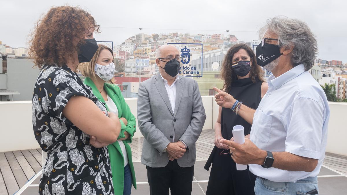 Las consejeras de Igualdad del Cabildo y del Gobierno de Canarias, el presidente del Cabildo de Gran Canaria, la directora del ICI y el presidente de Yrichen.