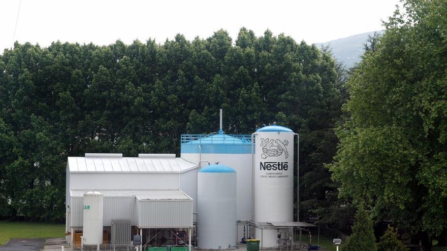 Sindicatos de Nestlé en La Penilla firman el convenio colectivo hasta 2023
