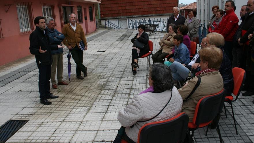 Casares propone un plan integral de mejora y rehabilitación de los barrios de Santander