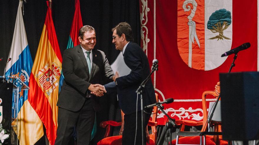 José Julián Mena, alcalde de Arona, y Antonio Martinón, rector de la ULL