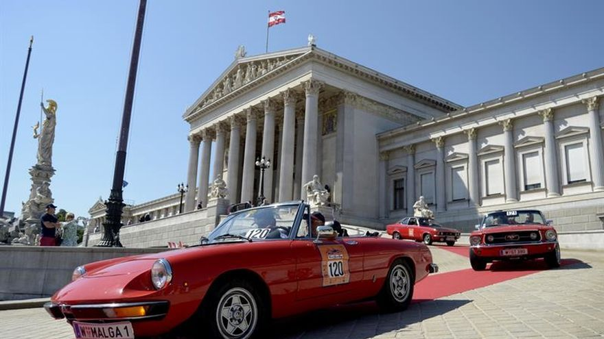 Cerca de 300 coches de hasta un siglo de vida circulan hoy por Viena