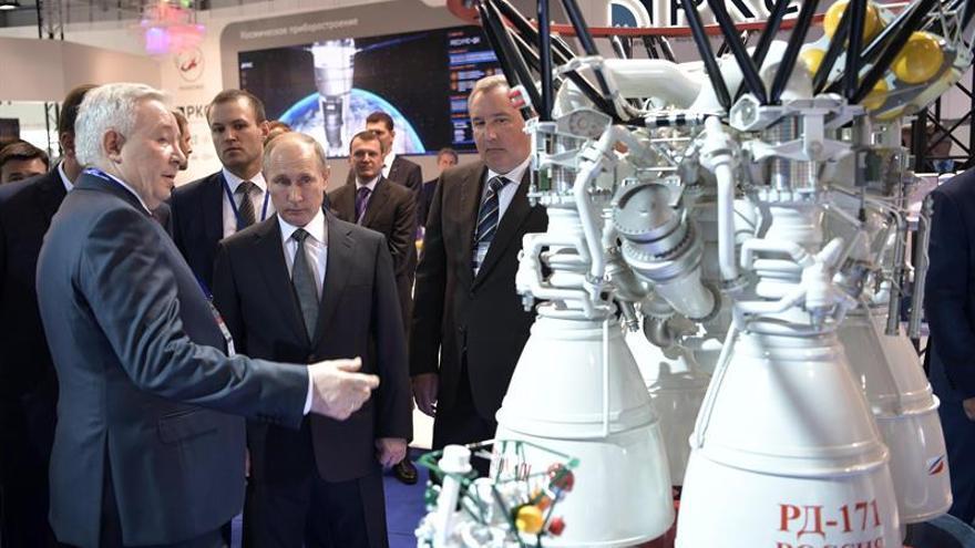 Putin promete fortalecer la industria aeroespacial de Rusia