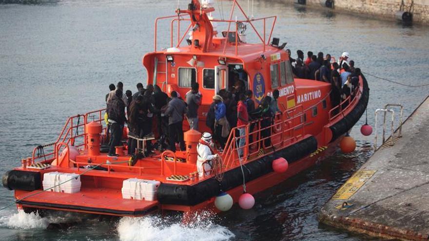Rescatados once inmigrantes de una patera en el Estrecho de Gibraltar