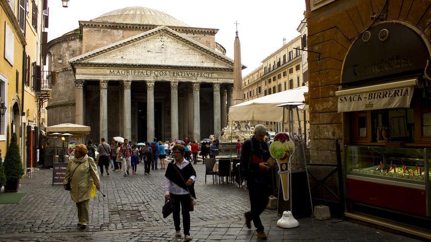 El Panteón de Agripa reinando en la Piazza della Rotonda. Uno de los símbolos de Roma.