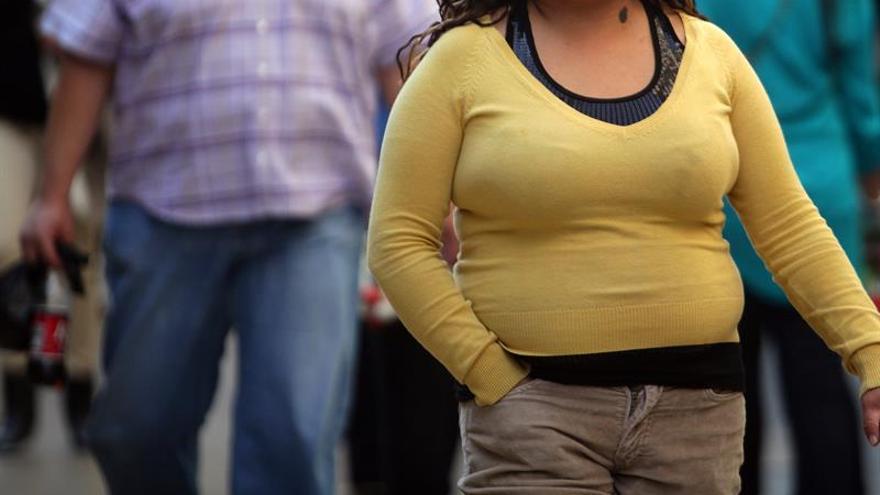 La obesidad superará al tabaquismo como causa de cáncer femenino en 2043