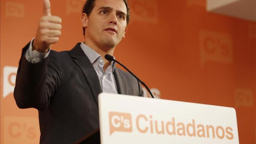 Rivera denuncia un pacto PP-CiU y exige un adelanto electoral en Cataluña