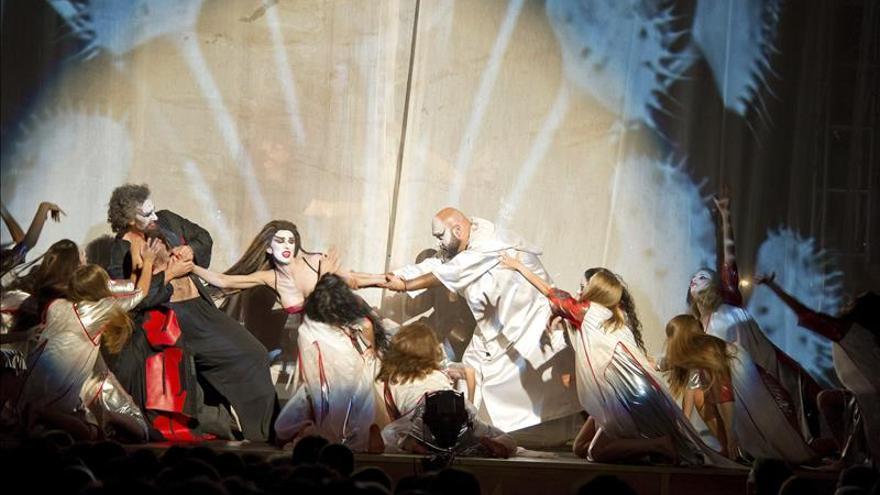 La Fura dels Baus echa el telón del Festival con su rompedora Carmina Burana