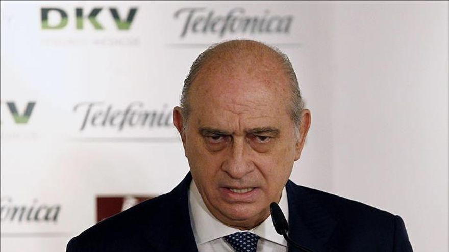 """El ministro del Interior alerta de la """"fractura social y familiar"""" en Cataluña"""