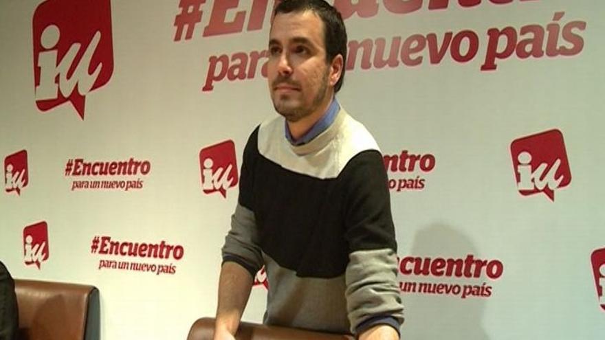 """Garzón, ovacionado por un millar de militantes, presenta a IU como la fuerza """"imprescindible"""" para cambiar el país"""