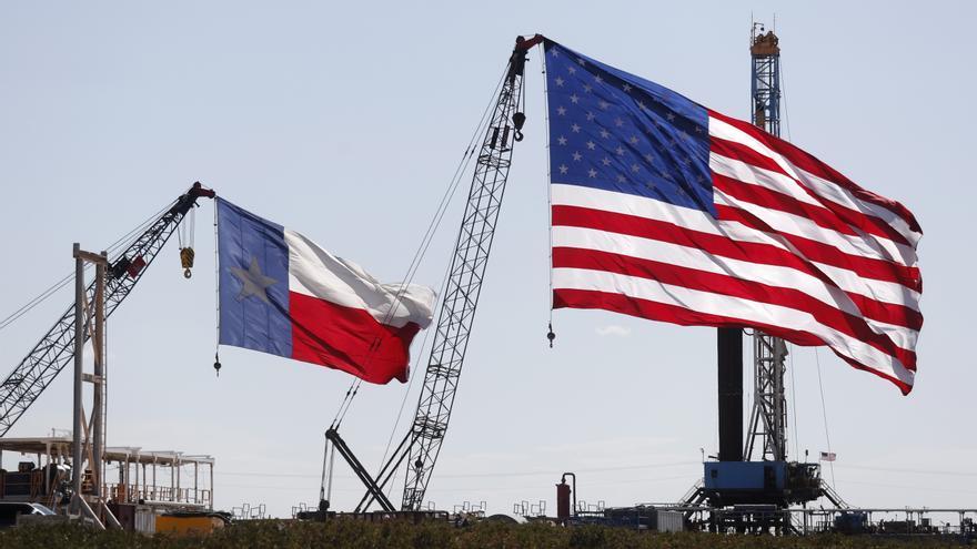 El petróleo de Texas sube un 1 %, hasta 52,77 dólares el barril