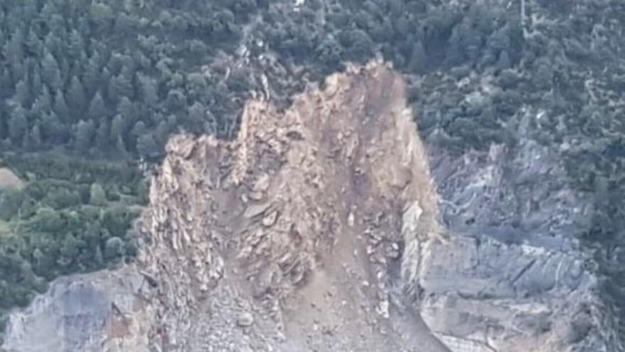 Imagen de la avalancha que ha obligado a cortar la circulación de Andorra a España por la frontera