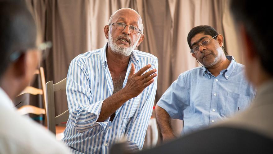 Miembros de la comunidad Karana, muchos de los cuales son apátridas, asisten a un taller del ACNUR en la ciudad portuaria de Mahajanga, al norte de Madagascar, donde algunos de los primeros miembros de la comunidad Karana se establecieron desde la India.