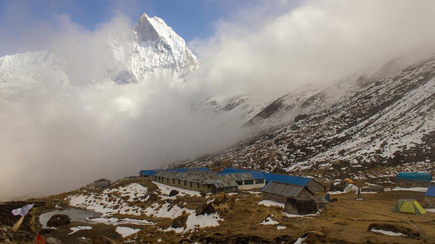 Nubes encainadas en el Campo Base del Annapurna. Matt Zimmerman.