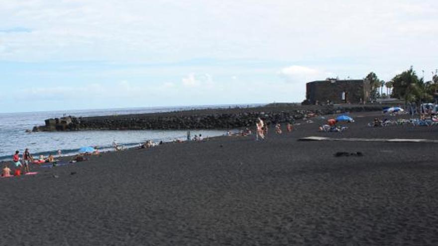Imagen de archivo de Playa Jardín, con el Castillo al fondo, en Puerto de la Cruz