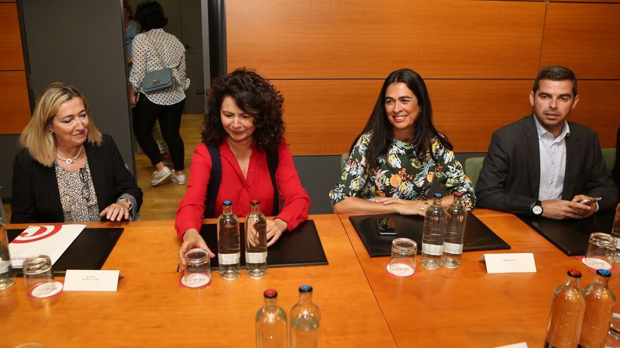Reunión de María del Carmen Hernández Bento en la Cámara de Comercio (ALEJANDRO RAMOS)