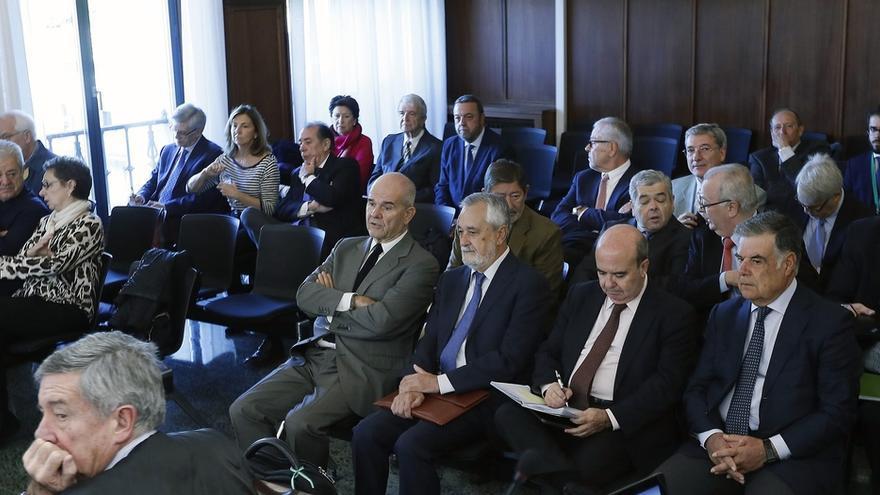 Suspendido hasta mañana el juicio de los ERE tras pedir una defensa tiempo por cambios de la Fiscalía