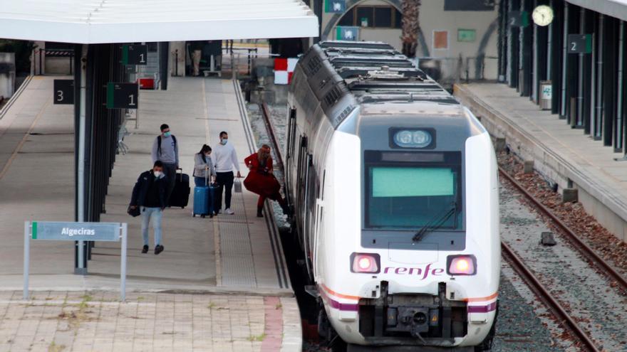 El tráfico de pasajeros en tren se redujo a la mitad en el tercer trimestre