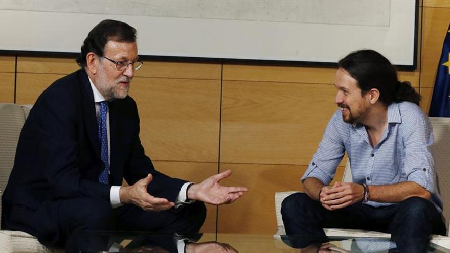 Rajoy se reúne con Iglesias, quien ha llegado quince minutos tarde a la cita
